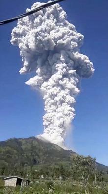 Die Aschewolke war nach der Eruption mehr als sechs Kilometer hoch.