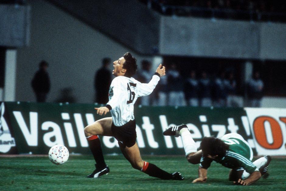 In bester Erinnerung - beim 4:1-Sieg über Deutschland wurde Tirol-Juwel Andreas Spielmann von Thomas Hörster ?gefällt?