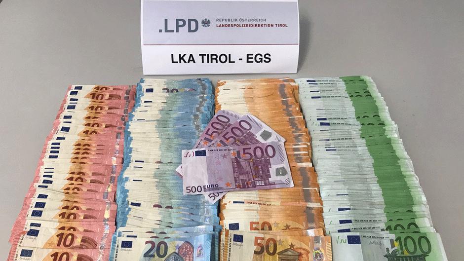 Die Polizei beschlagnahmte Bargeld aus Suchtgift-Erlösen.