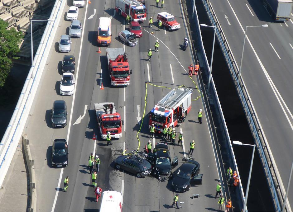 Bei dem Unfall wurden sechs Personen verletzt.