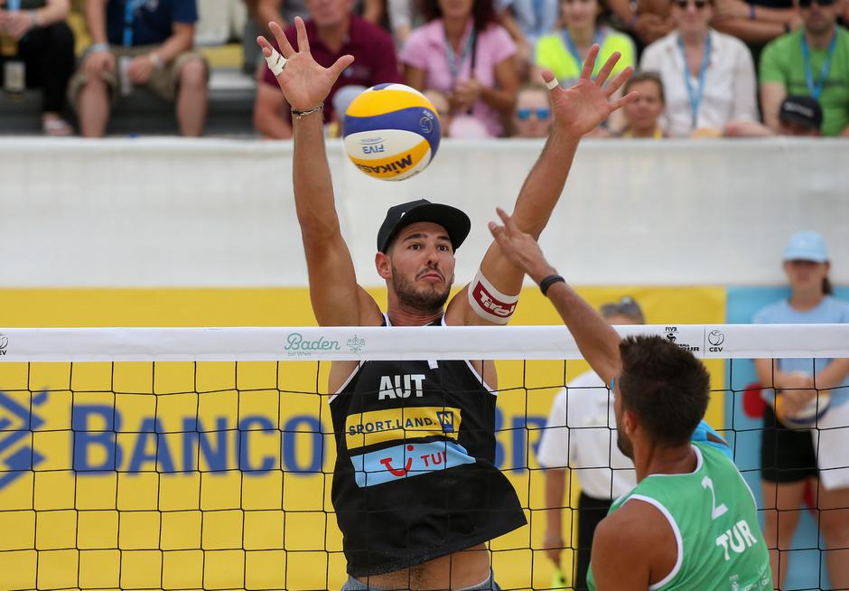 Beachvolleyballer Martin Ermacora konnte gestern die Niederlagen nicht abwehren und musste sich damit auseinandersetzen.