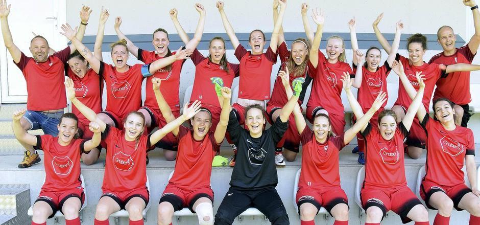 Die Damen des SV Angerberg steigen in die Tiroler Liga auf.