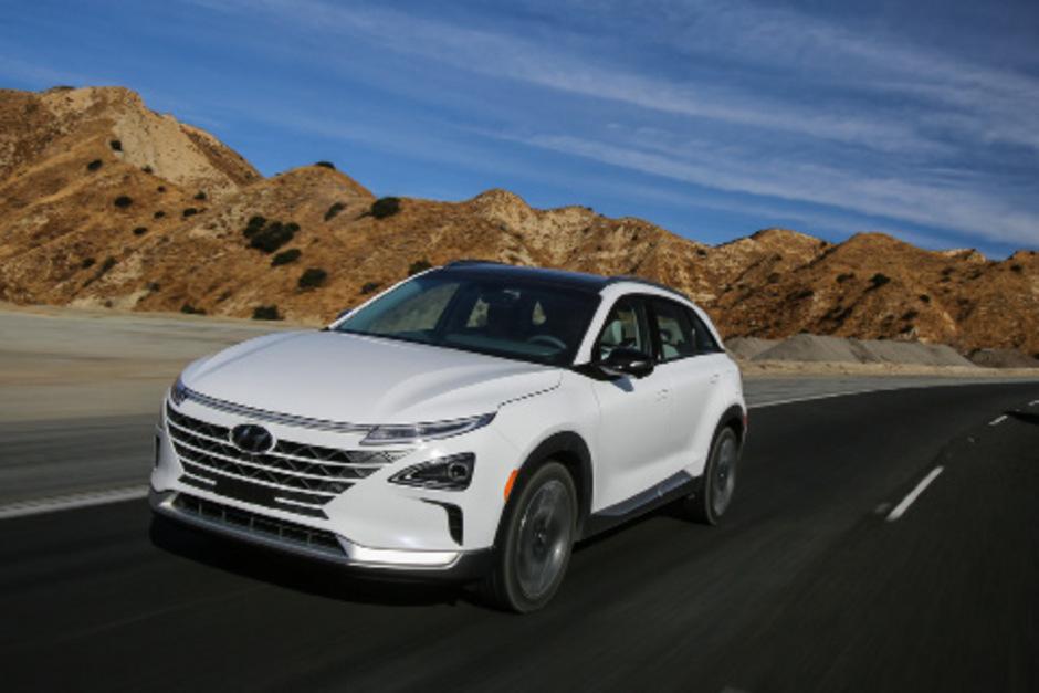 Der Nexo folgt als Brennstoffzellenauto dem ix35 Fuel Cell nach, bietet mehr Platz, mehr Leistung und mehr Reichweite.