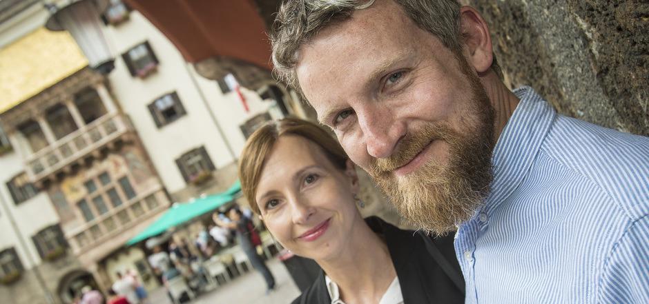 Jessica Braun und Christoph Koch in der Innsbrucker Altstadt.