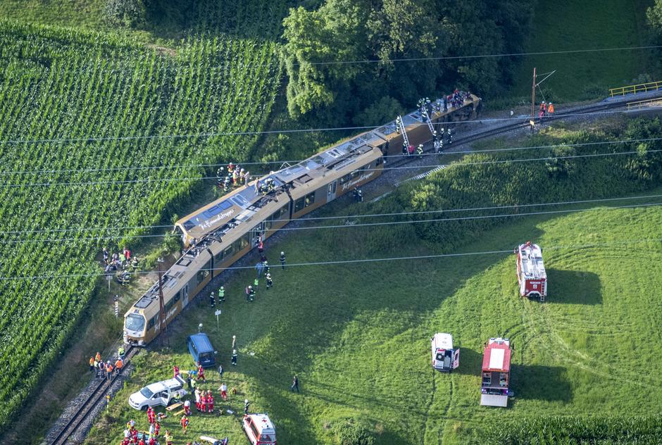 Laut einem ersten Untersuchungsergebnis war der Zug zu schnell unterwegs.