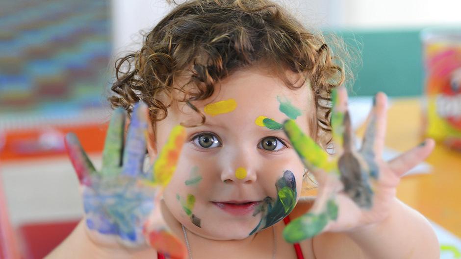 Im Sommer tun sich in der Kinderbetreuung große Lücken auf. Nach 14 Uhr sinkt allerdings auch die Nachfrage nach Betreuung.
