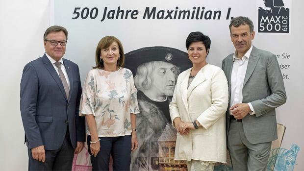 LH Günther Platter, Landesrätin Beate Palfrader, Innsbruck Tourismus GF Karin Seiler-Lall und Bürgermeister Georg Willi stellten am Montag erste Projekte anlässlich des Kaiser Maximilian Jahres vor.