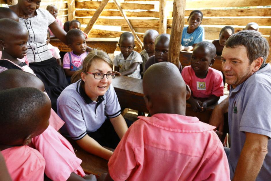 Stefan Pleger und seine Lebensgefährtin Gabi Ziller setzen in Uganda mit ?Kindern eine Chance? auf Bildung als Entwicklungshilfe.