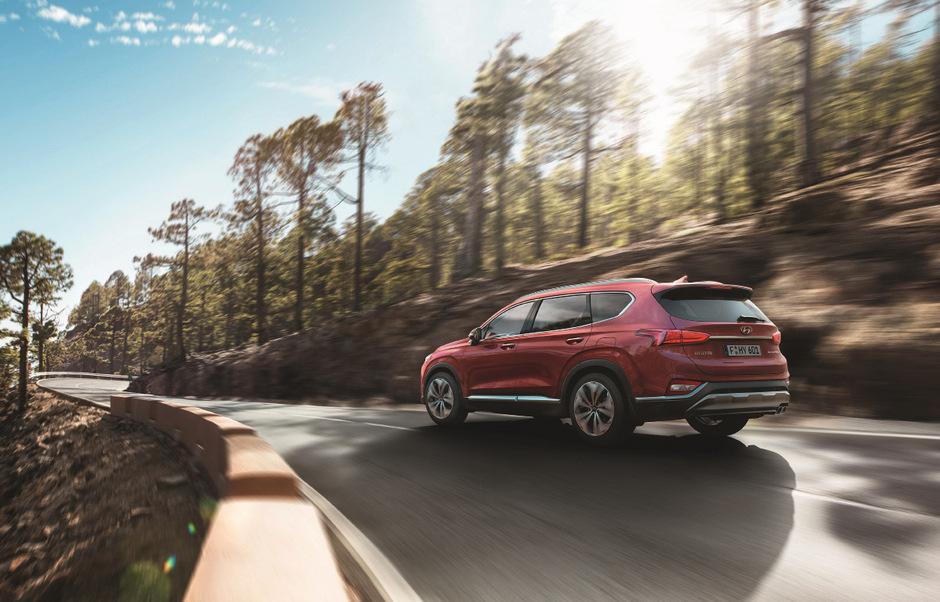 Gab es den Santa Fe früher in zwei Varianten, begnügt sich Hyundai jetzt mit einer Version, die 4,77 Meter lang ist.