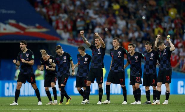Die Kroaten jubeln über den Sieg im Elferschießen.