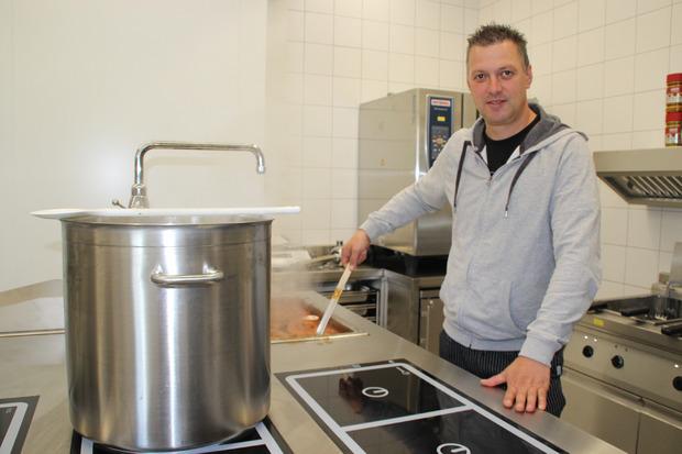 In der Küche werkt Günter Glantschnig.