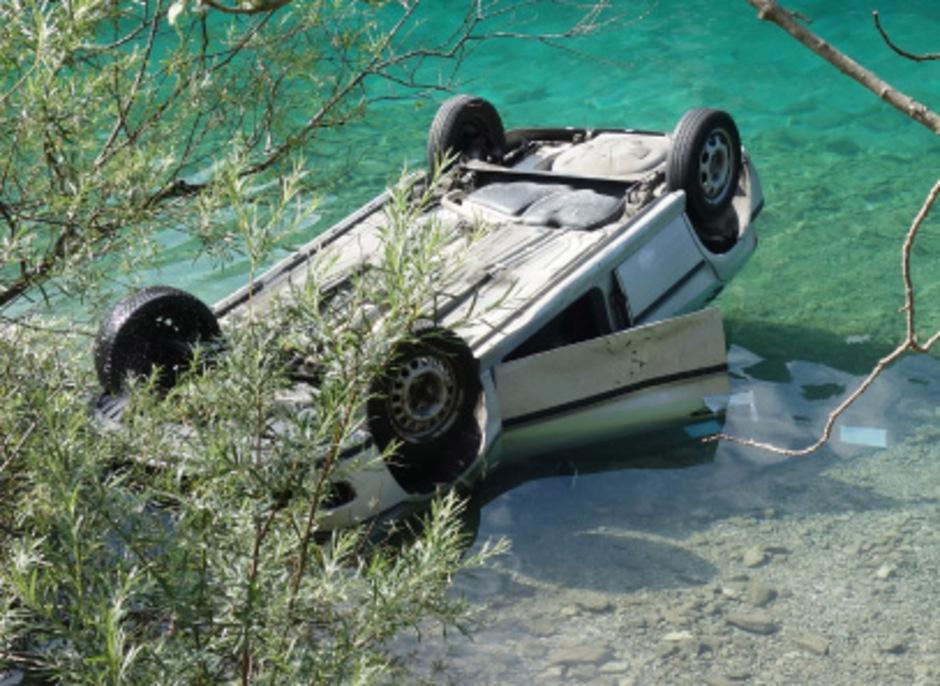 Das Auto überschlug sich, die Lenkerin konnte sich nicht selbst befreien.