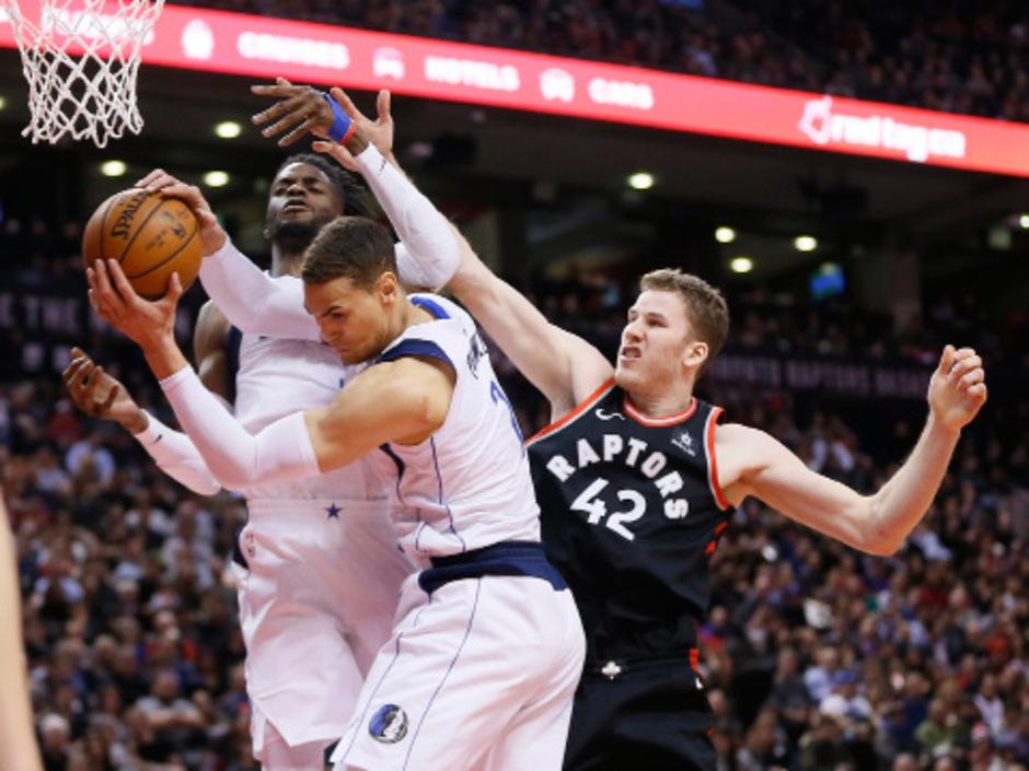 Jakob Pöltl verteidigt künftig wohl für die San Antonio Spurs unterm Brett.