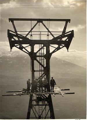 Während des Stützenbaus 1927 entstand dieses schwindelerregende Foto.