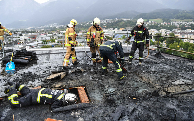 Bei Flämmarbeiten auf dem Dach kam es zum Brand.