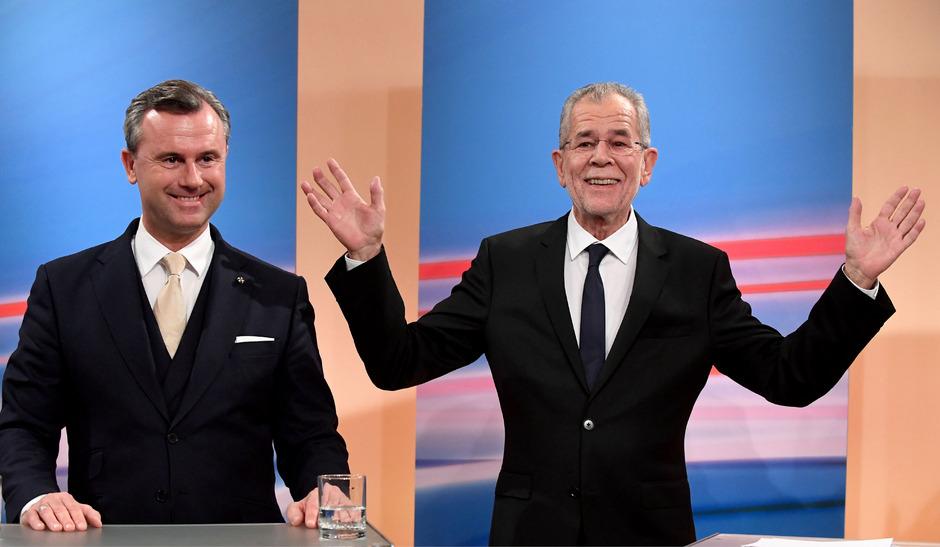 Der spätere Wahlsieger Van der Bellen (r.) und Norbert Hofer lieferten sich ein monatelanges Duell.