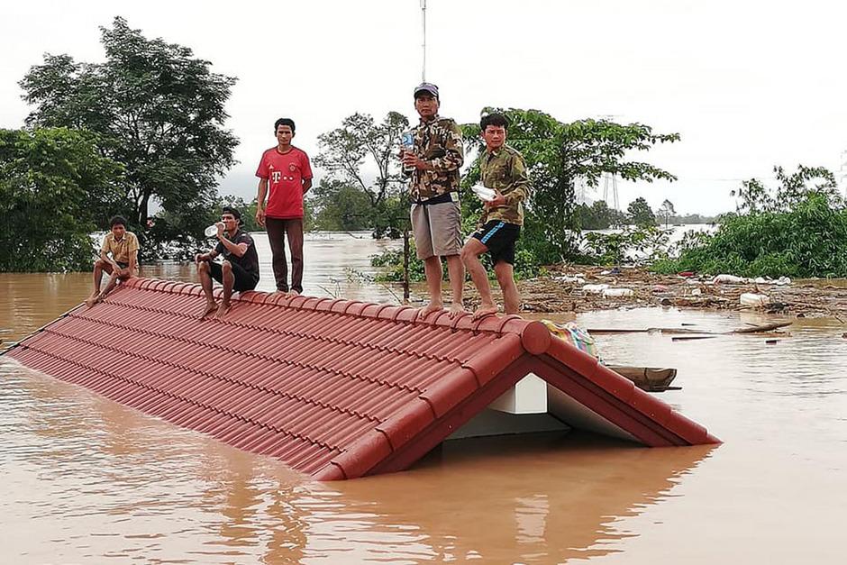 Bewohner, die in den überfluteten Gebieten auf Rettung warteten.