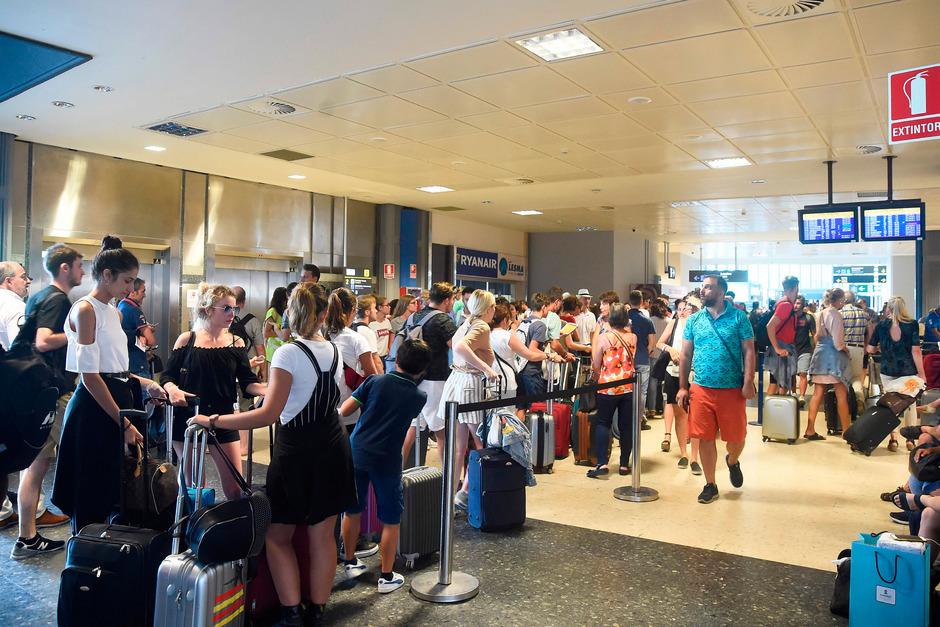 Unding 500 Flüge Gecancelt Ryanair Streik Verärgert Fluggäste
