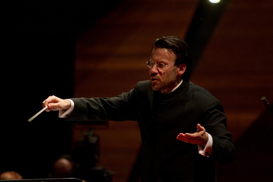 Andreas Leisner hat das Dirigentenhandwerk von seinem Mentor Gustav Kuhn gelernt. Jetzt hat Leisner von Kuhn auch die Funktion des Künstlerischen Leiters übernommen.