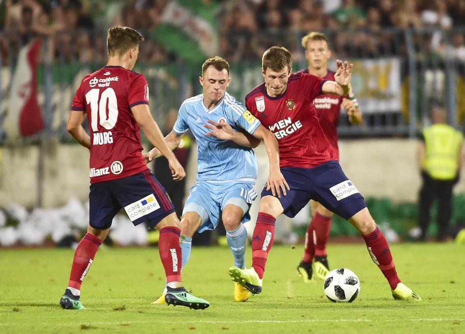 Rapid mit Thomas Murg (l.) und Deni Alar (r.) konnte sich bei Bratislava mit Dejan Drazic (M.) nicht durchsetzen.