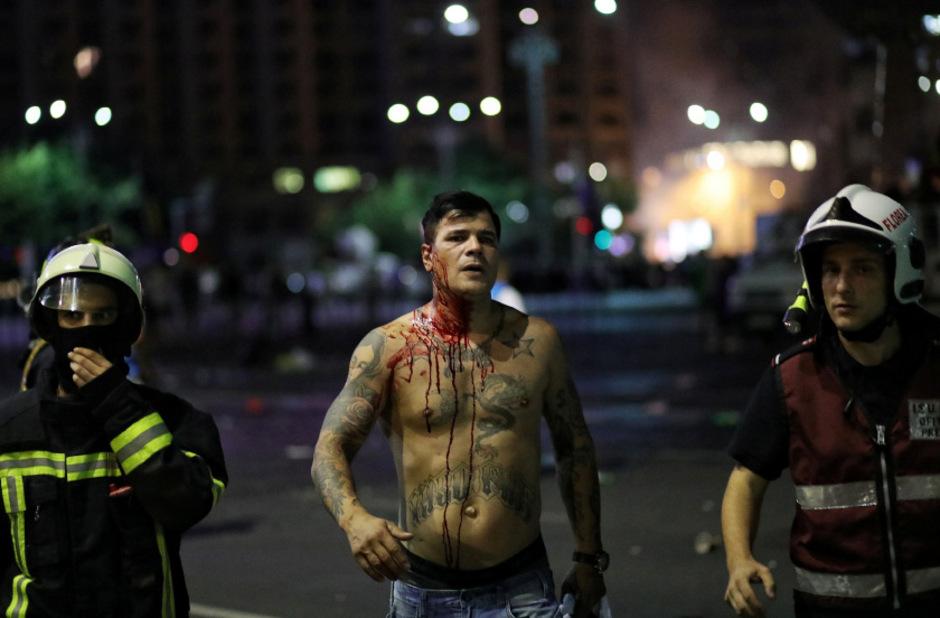 Die Polizei ging mit roher Gewalt gegen die Demonstranten vor.