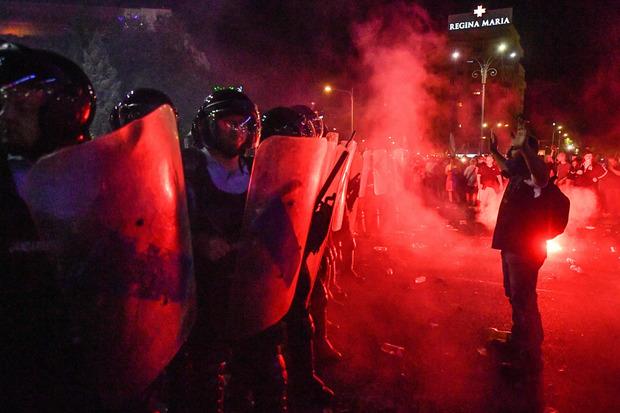 Gegen Mitternacht hatte die Polizei die Demo gewaltsam aufgelöst.