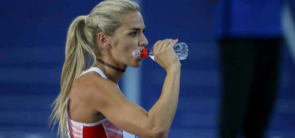 Nach der verpassten Medaille musste Ivona Dadic erst noch ihren Ärger runterspülen.