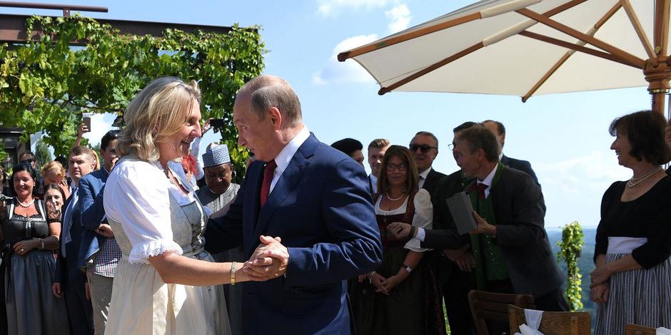 Die Braut und der Präsident: Eine knappe Stunde hat Putin auf der Hochzeit von Karin Kneissl verbracht.