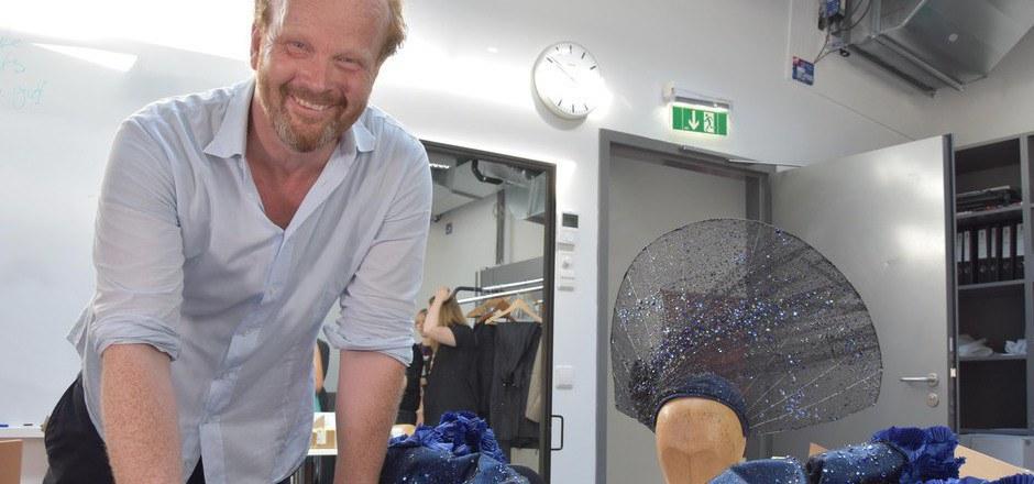 """Jan Meier, Kostüm- und Masken-Chef der Salzburger Festspiele, entwarf das Kleid, das Anna Netrebko in der Puccini-Oper """"Manon Lescaut"""" trug."""