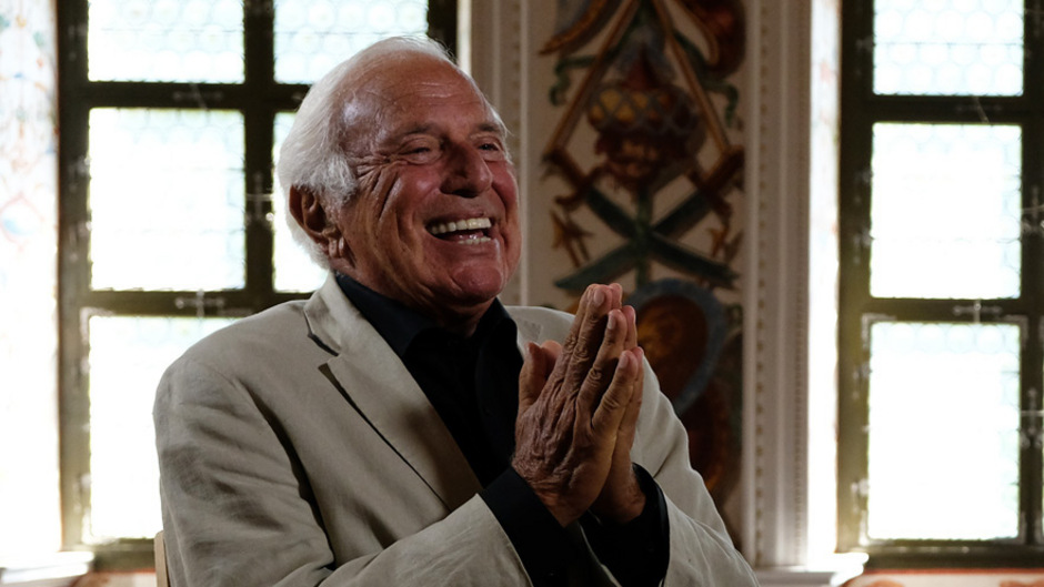 """Ioan Holender leitete die Wiener Staatsoper von 1992 bis 2010 – so lange wie kein anderer. Für Servus TV präsentiert er die wöchentliche Sendung """"kulTour mit Holender""""."""