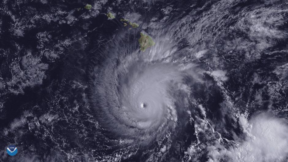 Hier ist der Wirbelsturm etwa 482 Kilometer von Hawaiis Hauptinsel entfernt.