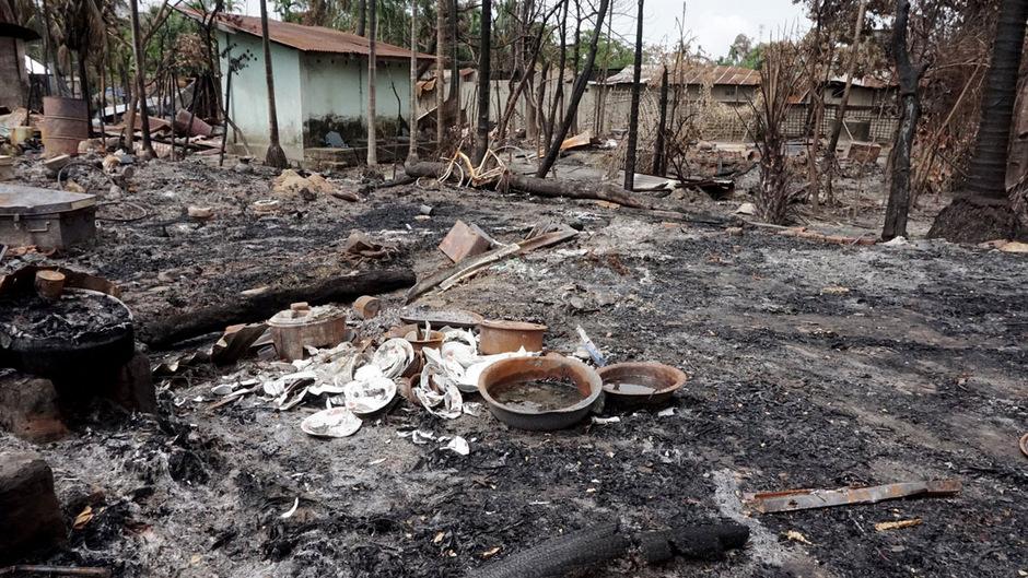Niedergebrannte Häuser bleiben in Myo Thu Gyi, einem Muslimischen Dorf in der Nähe von Maungdaw im Norden von Rakhine zurück.