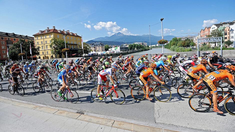 Die besten Radfahrer der Welt gastieren in Innsbruck – das hat große Auswirkungen auf das Leben in der Stadt.