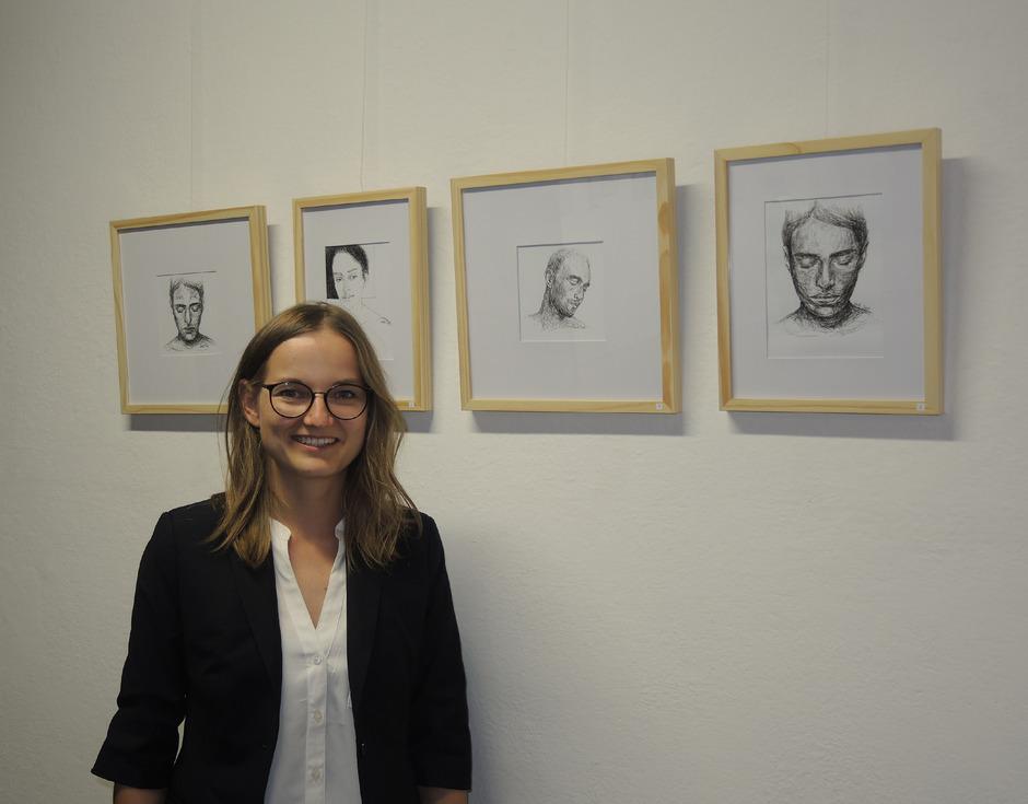 Andrea Koolen aus Ried im Oberinntal hat sich ganz der Tusche und dem kleinen Format verschrieben.