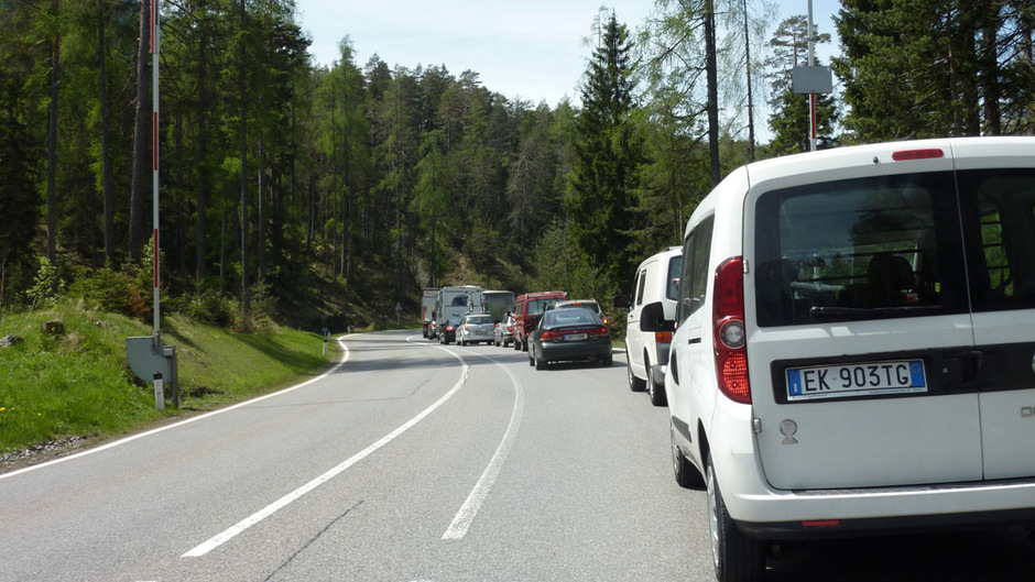 Vor allem an den Wochenenden kommt der Fernpass als Urlauberroute in den Süden nicht aus den Verkehrsmeldungen heraus.