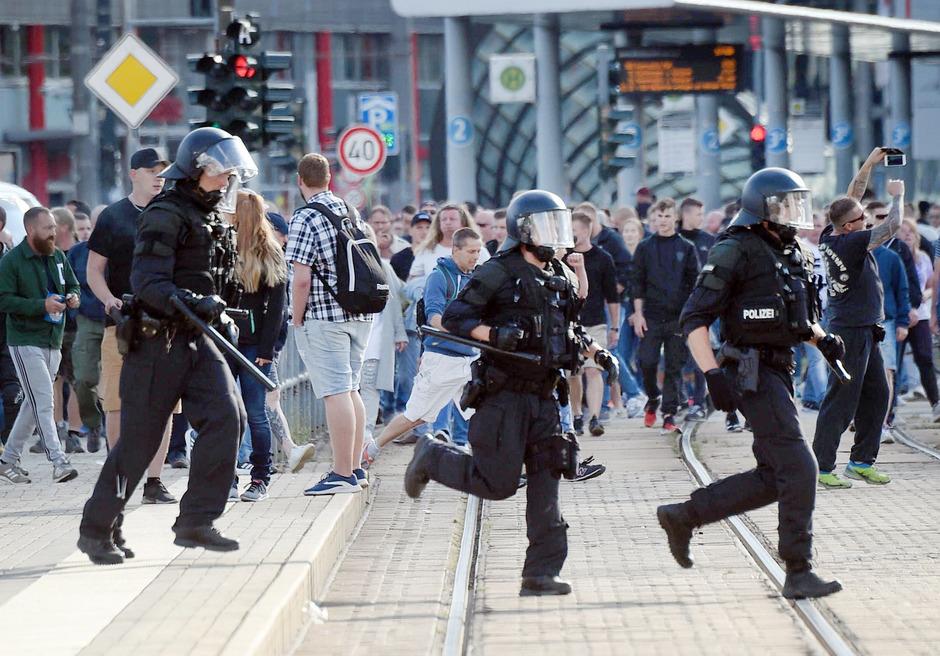 Wüste Szenen in Chemnitz: Nach dem Tod eines 35-Jährigen kam es zu Ausschreitungen.