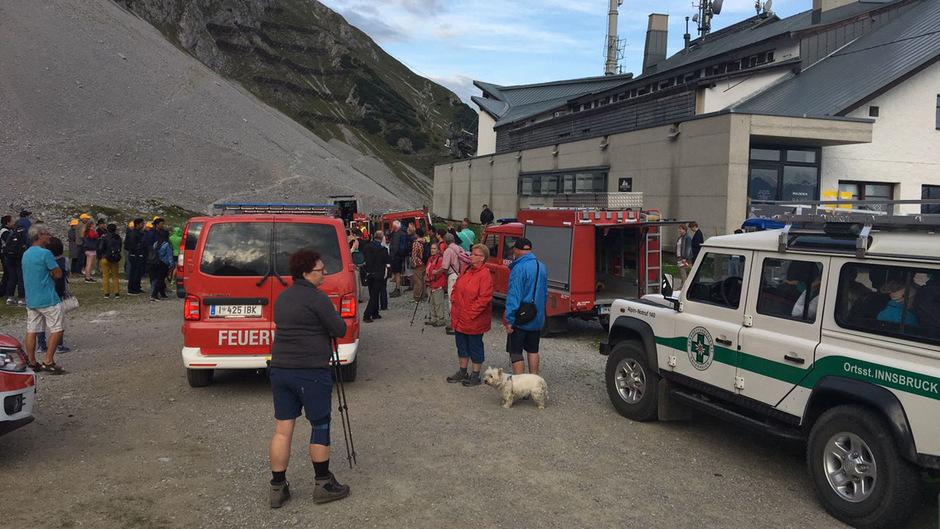 Bergrettung und Feuerwehren brachten die Gestrandeten ins Tal.