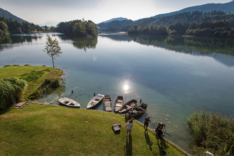 Am frühen Morgen können sich die Schwimmer noch die schönsten Liegeplätze reservieren.