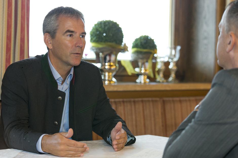Österreichs Finanzminister Hartwig Löger (ÖVP) lässt zur Zeit Einsparpotenziale in der EU-Verwaltung erheben.