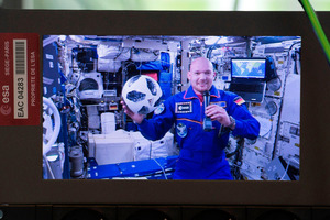 Der deutsche Astronaut  Alexander Gerst an Bord der Internationalen Raumstation ISS.