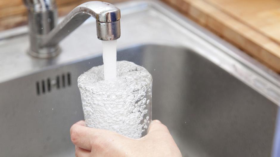 Das Glas Leitungswasser darf den Gast nach EU-Plänen nichts mehr kosten.