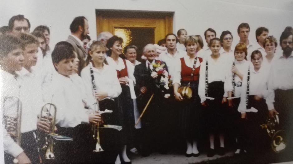 Die legendäre erste Ausrückung der MK Stanzach am 12. August 1987 erfolgte noch in Schwarz-Weiß. Trachten gab es noch keine.