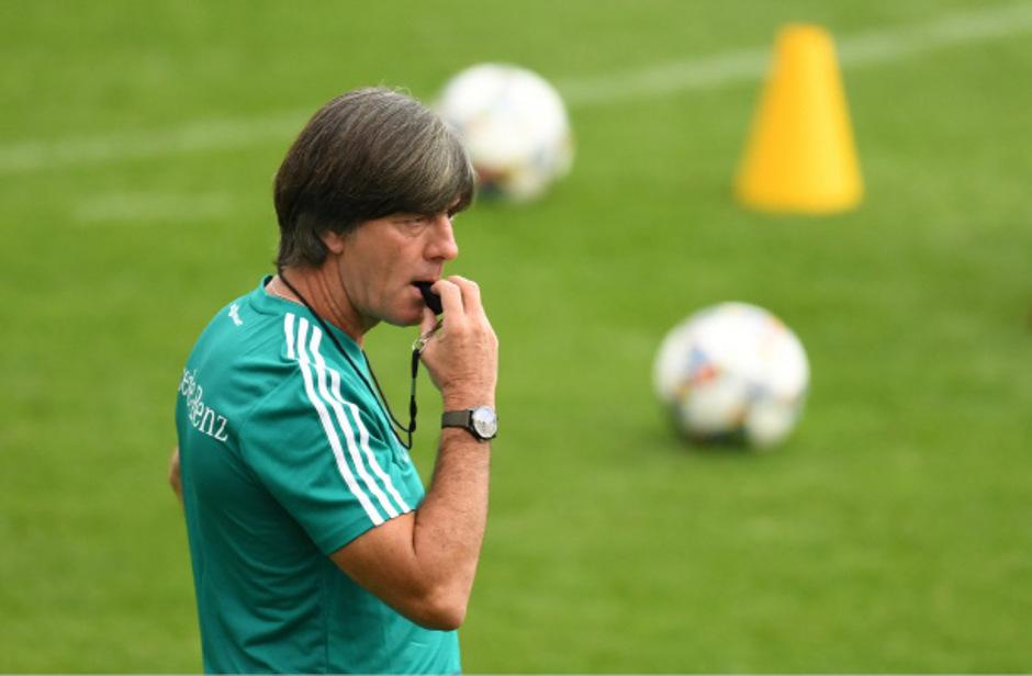 Nach der WM-Pleite soll das DFB-Team wieder nach Löws Pfeife tanzen.