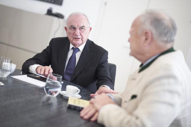 Dieter Böhmdorfer war zwischen 2000 und 2004 Justizminster. Bekannt wurde er zuvor bereits als Jörg Haiders Rechtsanwalt. 2016 vertrat Böhmdorfer die FPÖ bei ihrer erfolgreichen Anfechtung der knapp verlorenen Bundespräsidentenwahl.