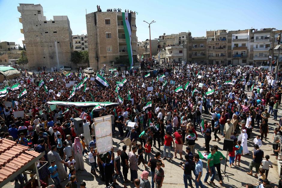 Proteste gegen das Regime von Baschar al-Assad und den Verbündeten Russland in Idlib am 7. September.