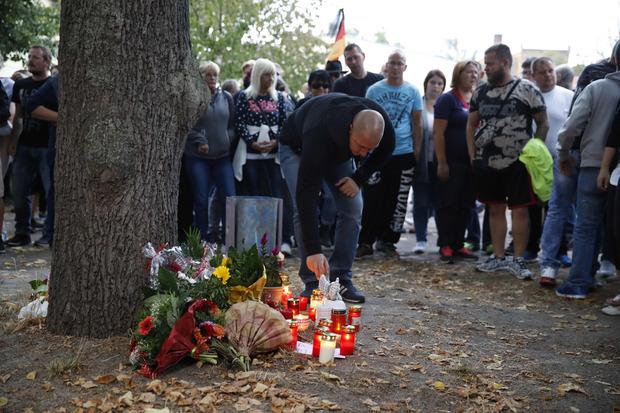 In einem Park starb ein 22-Jähriger nach einem Streit mit Asylwerbern. Er erlitt allerdings aus unbekannten Gründen ein Herzversagen.