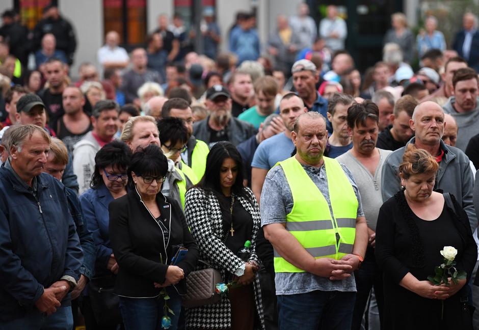 Köthen: Teilnehmer der Kundgebung für den verstorbenen 22-Jährigen am Montagabend.