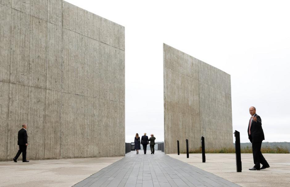 """Der 30 Meter hohe """"Turm der Stimmen"""" in Shanksville erinnert an die Passagiere und Crewmitglieder des Flugs 93."""