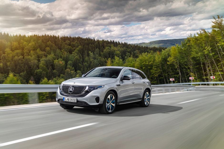 """Mercedes steigt mit dem EQC ins Vollelektriker-Zeitalter ein. Wenig überraschend handelt es sich um einen Kompakt-Crossover.<span class=""""TS_Fotohinweis"""">Foto: Werk</span>"""