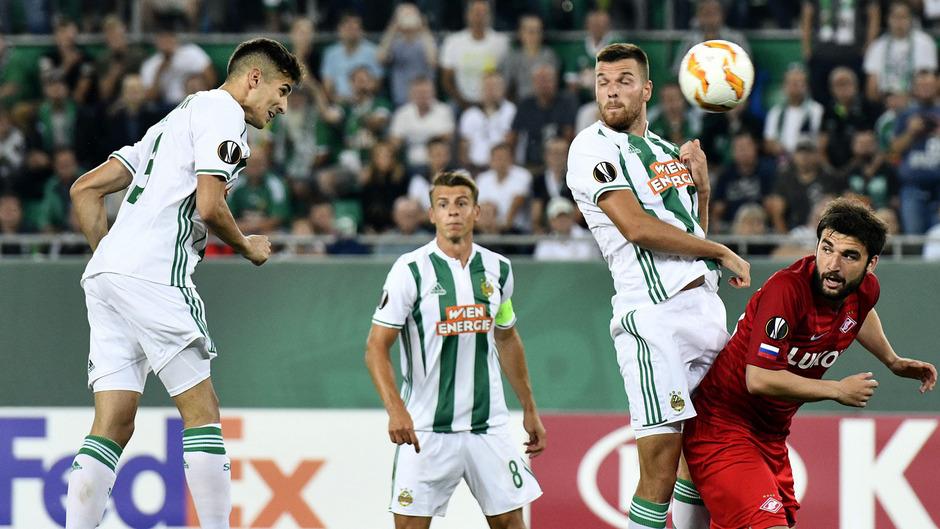 Mert Müldür (Rapid), Stefan Schwab (Rapid), Mateo Barac (Rapid) und Georgi Dzhikiya (Spartak M.) im Spiel.